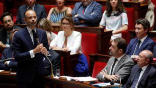 O  Primeiro-ministro francês,Edouard Philippe diante da Assembleia Nacional.Paris.24 de Julho de 2018