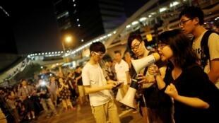 一位佔中學生在中環金融區政府總部外2014年10月5日香港