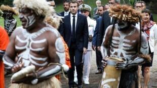 Президент Франции Эмманюэль Макрон присутствует на традиционной в Нумее (Новая Каледония). 5 мая 2018 г.