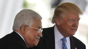 Le président de l'Autorité palestinienne Mahmoud Abbas et le président des Etats-Unis Donald Trump, à la Maison Blanche, à Washington le 3 mai 2017.