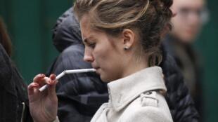 El cigarillo en Francia es uno de los productos con más altos impuestos.