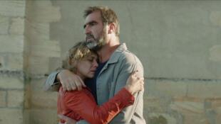 """Eric Cantona y la actriz Céline Sallette en """"Les rois du monde"""" (Casteljaloux)."""