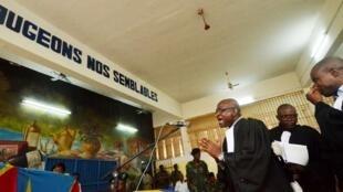 Les avocats du collectif des droits de l'homme, au tribunal militaire de Malaka, à Kinshasa, le 7 juillet 2012.