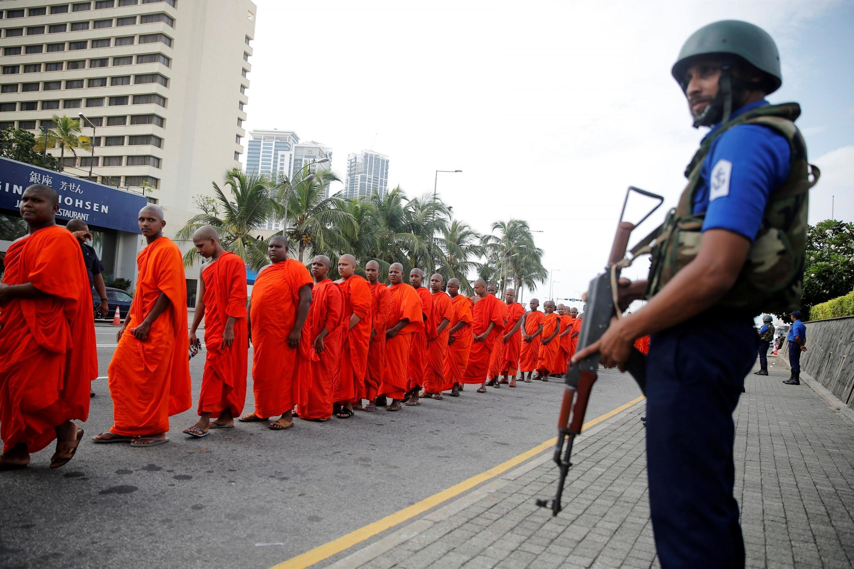 Colomboe, le 28 avril 2019: en marche pour une cérémonie bouddhiste en hommage aux victimes des attentats du dimanche de Pâques au Sri Lanka (253 personnes tuées et plus de 500 blessées).