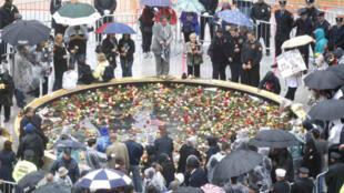 Hommage des familles des victimes du 11-Septembre, rendu en 2009, sur le site de Ground Zero.