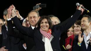 Anne Hidalgo with her predecessor, Bertrand Delanoë