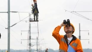贵州一处铁路建设工地正在工作的工人