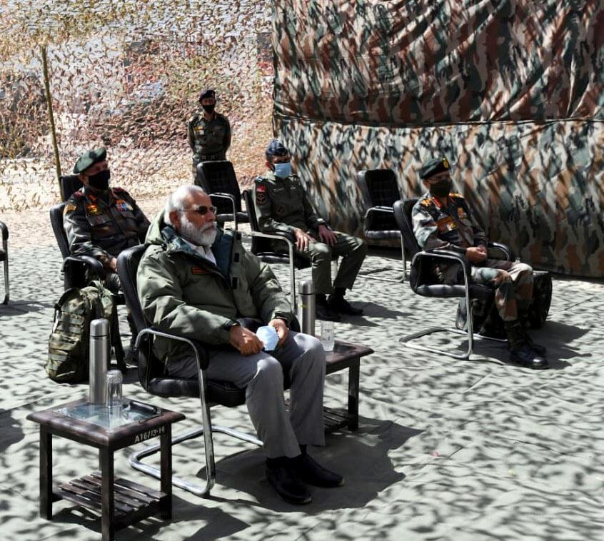 Thủ tướng Ấn Độ Narendra Modi thăm đơn vị quân đội tại Ladakh, Himalaya, biên giới với Trung Quốc, ngày 3/7/2020.