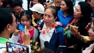 越南知名异议人士阮玉如琼(Nguyen Ngoc Nhu Quynh)提前获释后抵达美国德克萨斯州第一大城市休斯敦   2018年10月18日