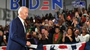Le candidat démocrate à la Maison Blanche, Joe Biden, lors d'une de ses dernières apparitions publicaitons avant le confinement, lors d'un meeting à Tougaloo, dans le Mississipi, le 8 mars 2020.