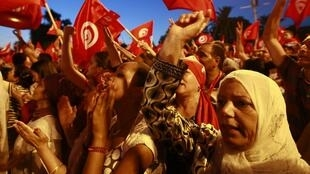Manifestantes pidiendo la dimisión del gobierno en Túnez, el pasado 13 de agosto.