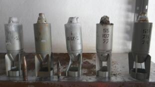Les rebelles affirment avoir ramassé ces bombes à sous-munitions après les bombardements de l'armée régulière, le 17 octobre 2012.