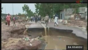 A Brazzaville, les fortes pluies qui se sont abattues durant le week-end de Noël, ont causé d'importants dégâts matériels, au niveau des chaussées notamment.