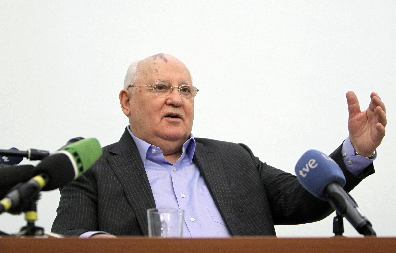 Михаил Горбачев перед студентами Московского Международного университета 9 февраля 2012 г.