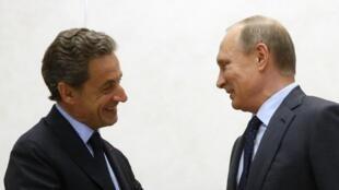 Tổng thống Nga Vladimir Putin (P) tiếp cựu tổng thống Pháp Nicolas Sarkozy, Matxcơva, ngày 29/10/2016