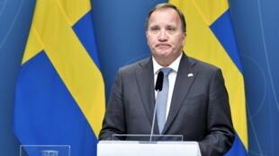 El primer ministro Stefan Lofven, durante la rueda de prensa que dio tras la aprobación parlamentaria de la moción de censura contra él, el 21 de junio de 2021 en Estocolmo