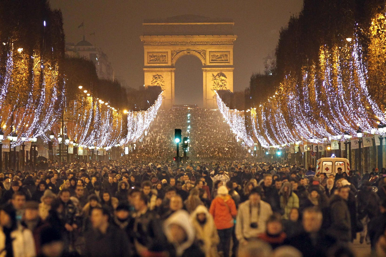 Comme chaque année, de nombreux touristes iront fêter le Nouvel An sur les Champs-Elysées.