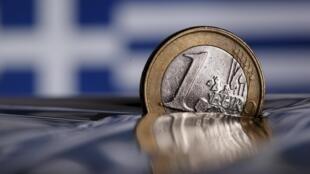 Đồng euro và khủng hoảng Hy Lạp. Nền bức ảnh : quốc kỳ Hy Lạp.