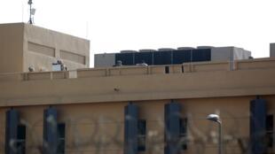 Askari wa Marekani wakiwa juu ya paa la ubalozi wa nchi hiyo, Baghdad, Januari 1.