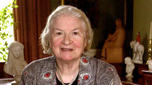 P.D. James en janvier 2001 chez elle. La romancière britannique est décédée le 27 novembre 2014.
