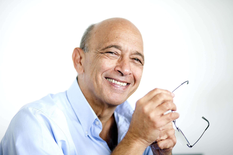 O médico brasileiro Alexandre Kalache vai participar do simpósio internacional sobre demência na Suécia.