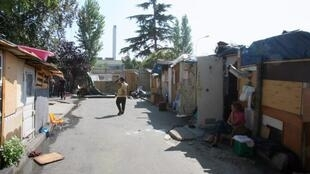 Цыганский лагерь в Сент-Уэне, 2008 год.