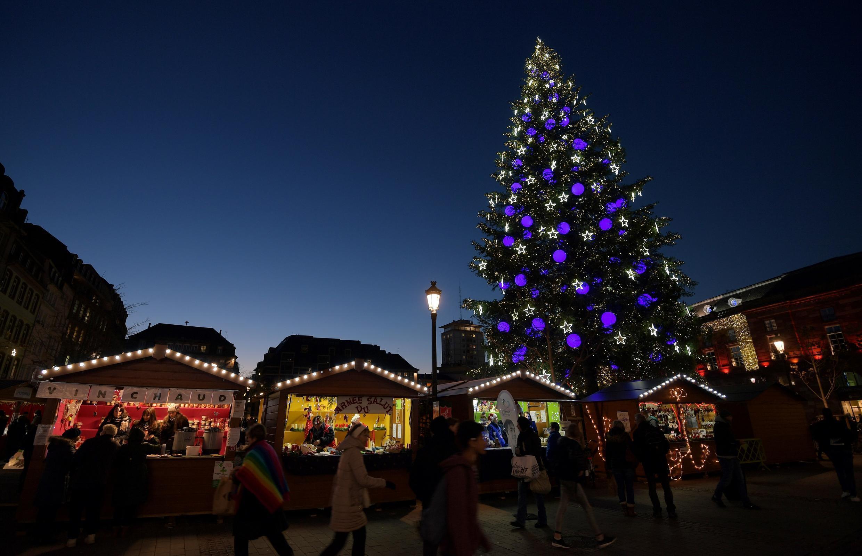 Рождественский рынок в Страсбурге - одно из главных туристических событий региона