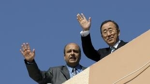 Ban Ki-moon (R) waves during a visit to a U.N. sponsored housing project in Khan Younis, southern Gaza strip