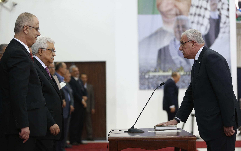 Присяга нового палестинского правительства в Рамалле 2 июня 2014.