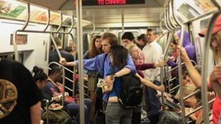В метро Нью-Йорка (архив)