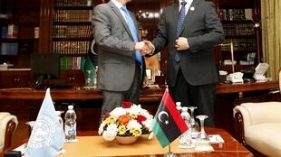Nouri Abusahmain (R), head of Libya's General National Congress (GNC), shakes hands with Martin Kobler (L), United Nations Special Representative for Libya, in Tripoli November 22, 2015.