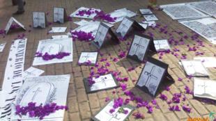 Homenagem à memória das vítimas de crimes de Estado em Manizales, na Colômbia.
