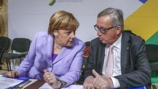 La chancelière allemande Angela Merkel et le président de la Comission européenne Jean-Claude Juncker appellent à ne pas faire d'amalgame entre réfugiés et terroristes.