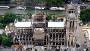 Собор Парижской Богоматери после пожара,