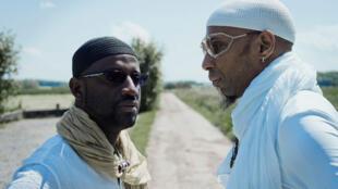 Seckou Keita (G), originaire de Ziguinchor (Sénégal), est issu d'une longue lignée de griots. Omar Sosa (D), lui, a commencé la musique à 5 ans dans la province de Camagüey, à Cuba.