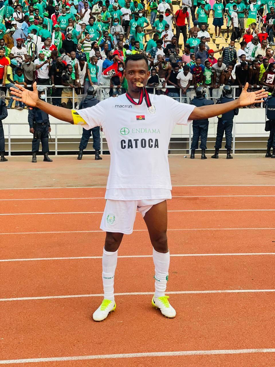Joseph Femi - Nigéria - Sagrada Esperança - Angola - Futebol - Desporto - Avançado - Champions League - CAF - Liga dos Campeões Africanos