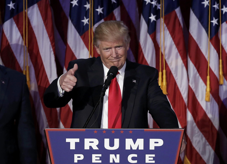 Donald Trump fala com seus partidários depois do anúncio da vitória em 9 de novembro