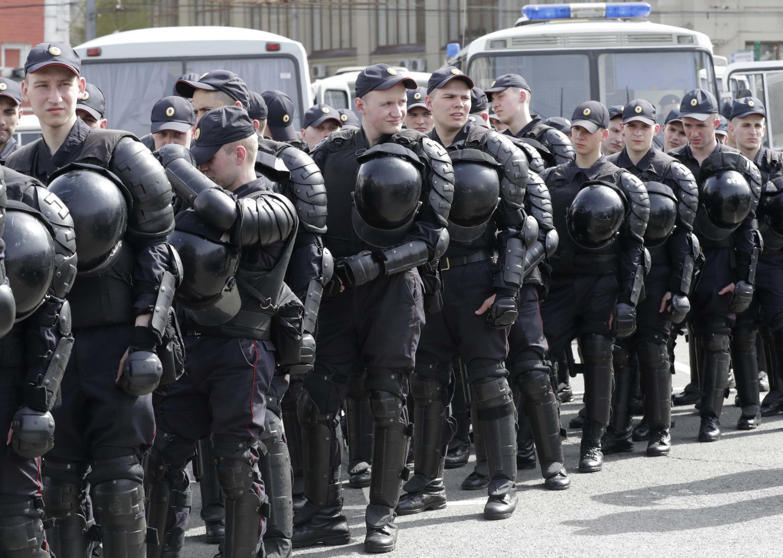 """Полиция обеспечивает правопорядок на акции """"Надоел"""" в Москве, 29 апреля 2017 г."""