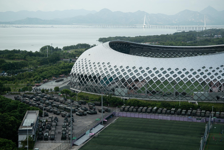 Une démonstration de force de la police armée a eu lieu ce jeudi 15 août dans un stade près de Hong Kong.