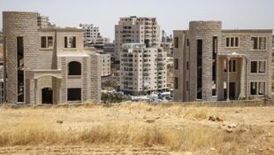 Avant l'aube, plusieurs centaines de policiers et soldats ont bouclé au moins quatre bâtiments à Sour Baher, quartier à cheval entre Jérusalem et la Cisjordanie, territoire occupé depuis 1967 par Israël.