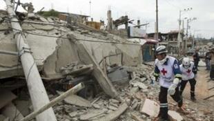 厄瓜多尔强震死亡人数已升至350人。2016-04-18