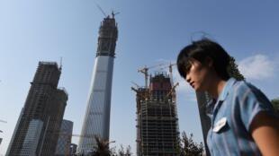 Un projet de construction pharaonique dans le centre financier de Pékin, photographié le 25 mai 2017.