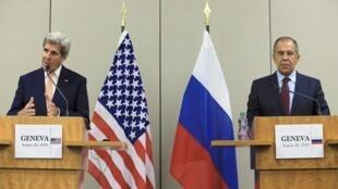 Sakataren Waje na Amurka John Kerry da takwaransa na Rasha Sergio Lavrov yayin sanar da yarjejeniyar da aka shata