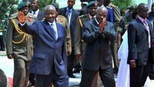 Uganda's President Museveni meets with Burundi's President Nkurunziza in Entebbe, May 2009