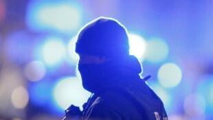Un policier belge, lors d'une précécente opération antiterroriste à Schaerbeek, le 25 mars 2016.