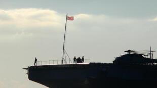Blocos continentais reforçam alianças por meio de suas frotas navais. A escolha é estratégica, segundo Alfredo Valladão. Na foto, o porta-avião americano George Washington.