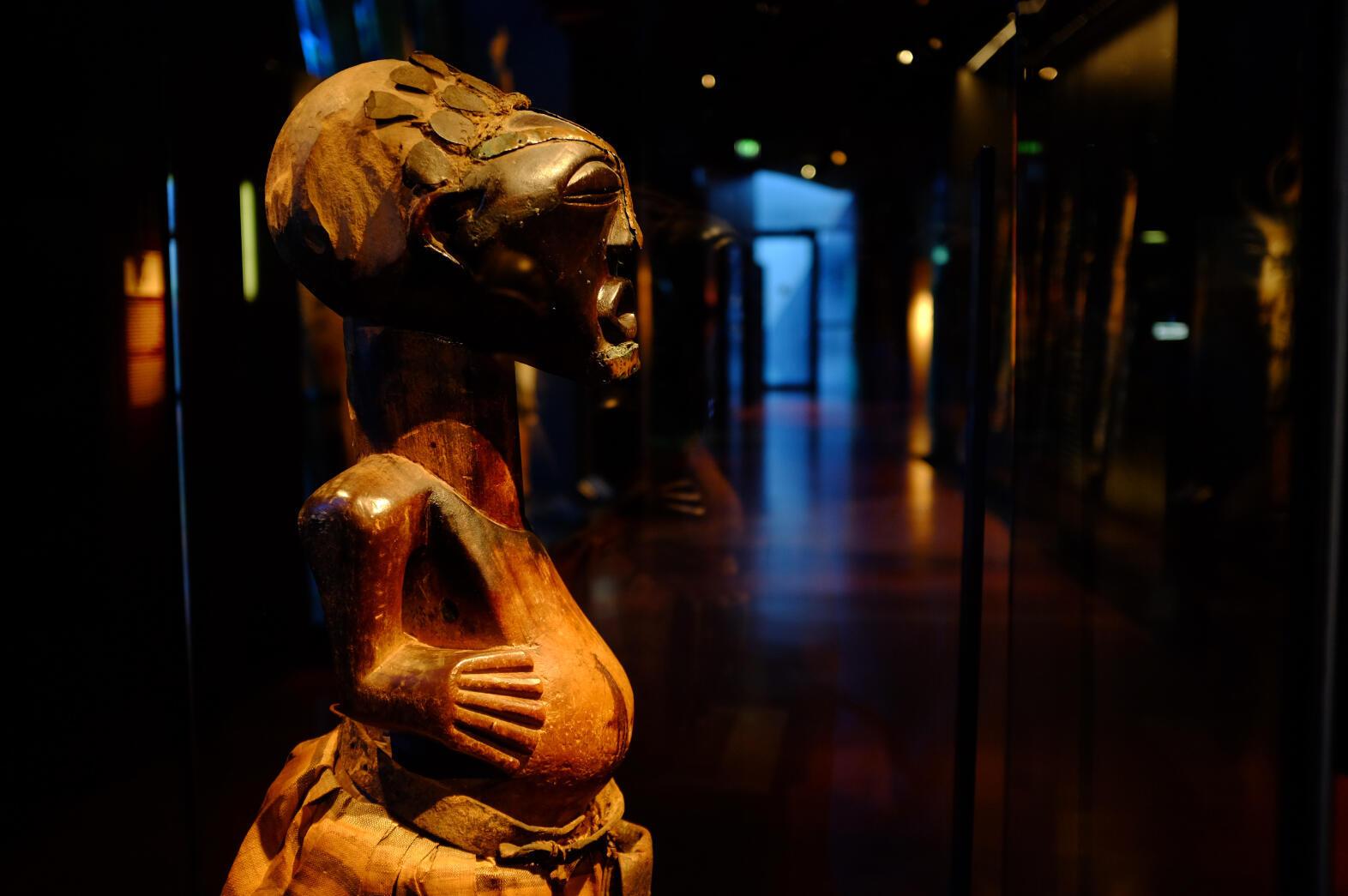 Estatua nkishi del siglo XVII, actual República democrática del Congo, Museo del Quai branly