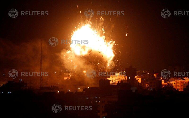 以色列空袭位于加沙的巴勒斯坦哈马斯电视台大楼。2018-11-12