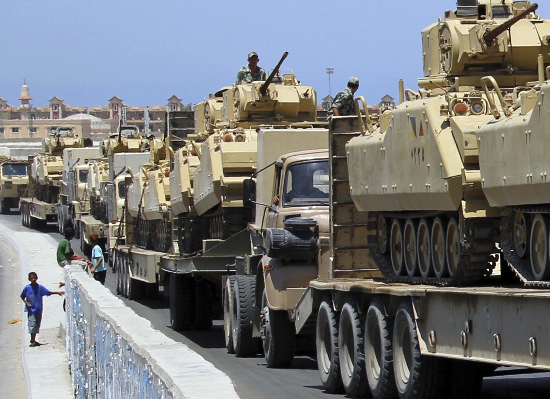 Des chars de l'armée égyptienne dans le Sinaï.