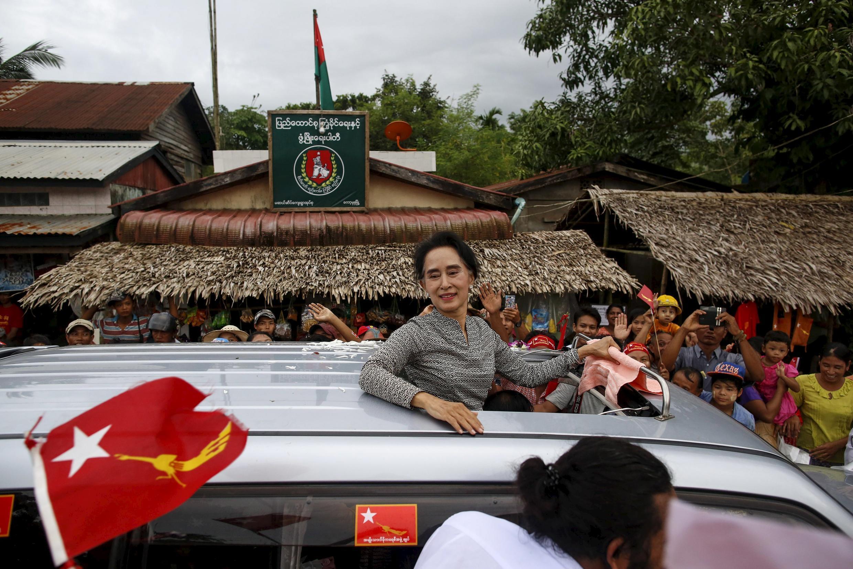 Bà Aung San Suu Kyi vận động tranh cử.